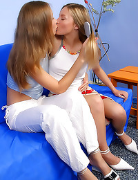 Kissing teens like to lick