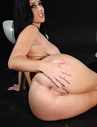 Big butt girl likes big cock