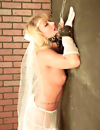 Naughty retro bride in linger...
