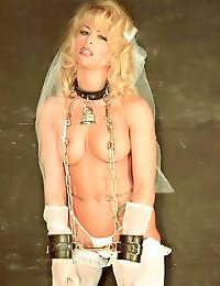 Naughty retro bride in linger...