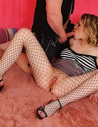 Blond Hottie Smothers Using foot