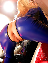 Latex catsuit clings to her b...