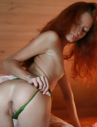 Kesy is smoking-hot in her new green lingerie set.