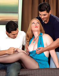 Milf in pantyhose threesome s...