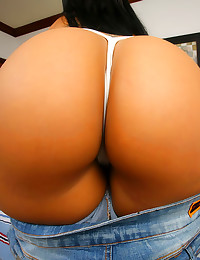 Bald Latina box takes big coc...