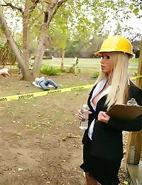 Nikki Benz fucked by construc...