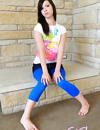 Emi Clear - Sporty teenage candy shows sexy cameltoe in very tight blue leggings