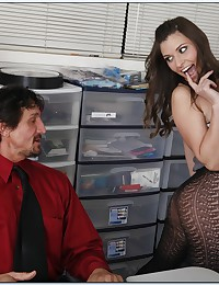 Daring Office Babe Seduces Her Boss