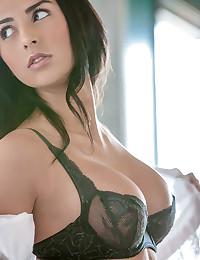 Black lace bra is sizzling hot on the big tits brunette beauty