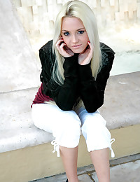 Dream Kelly - Teen in public showing us that she is one of the most beautiful young ladies ever