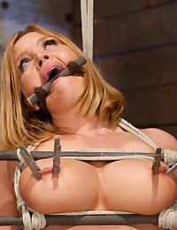 Busty Blonde Minx Enjoys Sybian