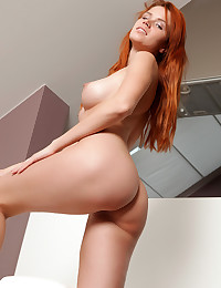 Join the hot redhead for a posing show where you see her fully nude body
