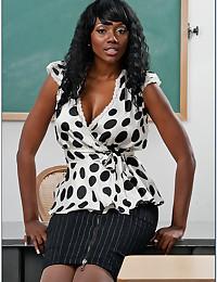 Dark Goddess Nyomi Teaches Class