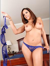 Slender Brunette Beauty Francesca Gets Naked