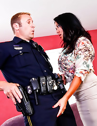 Milf screws a police officer