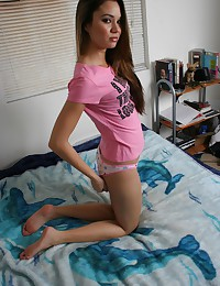 Jenny Reid is wearing a sexy t-shirt and sexy panties for a glorious gallery.