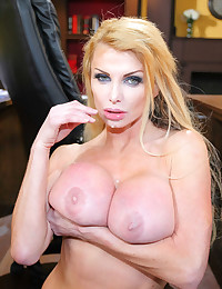 Incredibly Busty Cougar Taylor Wane