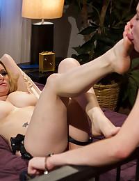 Horny Lesbian Trio Use Strapon