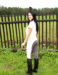 Babe in boots masturbates out...
