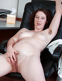 Voluptuous Minx Plays With Hairy Muff