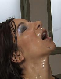 First time piss drinker Jezebel Dahl drinks hot pee golden shower