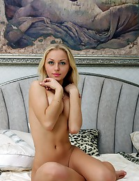 Hot blonde girl porn photos
