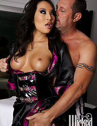 Seductive Asian Gets Anal Pumped