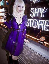 Horny Blonde Detective Lynn Pops