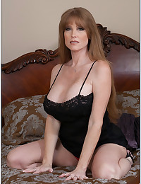 Lovely Mature Darla Flaunts Perfect Pussy