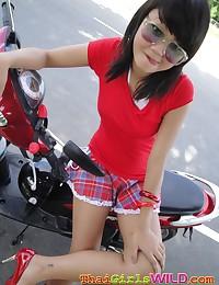 Creampie Thai cutie Bebe giving an outdoor upskirt show