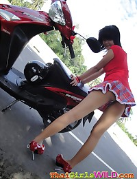 Creampie Thai cutie Bebe giving an outdoor upskirt show