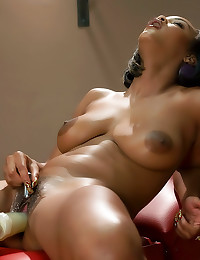 Black girl in lipstick dildo ...