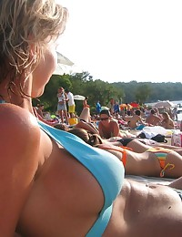 Picture gallery of a hot chick in her blue bikini
