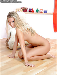 Heather Lightspeed - Attractive hot chick teases with her divine body