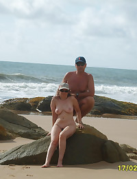 Naked couples showing their b...