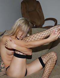 Naughty blonde sweetie in fis...