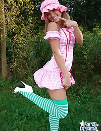 Karen Dreams - Playful blonde babe posing in wonderful outfit