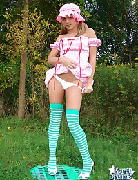 Karen Dreams - Playful blonde babe posing in wonderful outfit