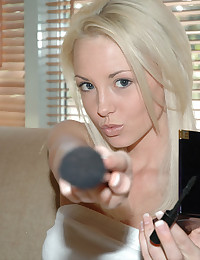 Dream Kelly - Sexy girl doing her makeup to look flawless for the day ahead