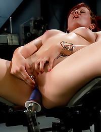 She cums during dildo play