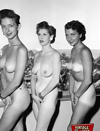 Vintage outdoor hot chicks posing full nudity