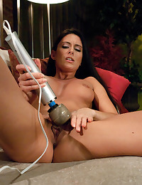 Machine Makes Babe Squirt