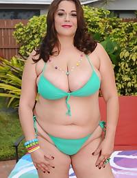 Solo BBW in bikini outdoors