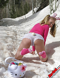 Rachel Sexton - Cheeky teen honey takes all her clothes off in snow alfresco in winter
