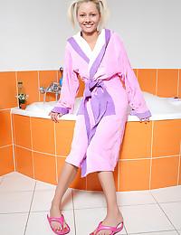 18yo teen Pinky June shaving pussy the hot bathtub
