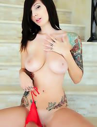 Tattooed big tits brunette babe