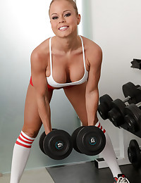 Fit Babe Nikki Delano Works Out