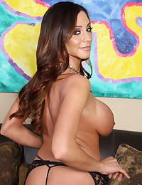 Sexy Milf Francesca Flaunts Massive Tits