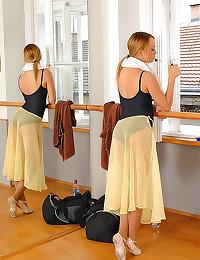 Flexible dancers lesbian sex