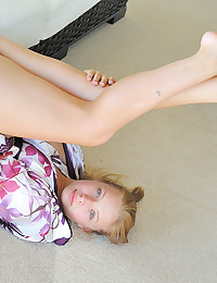 Fresh Faced Blond Teen Nikkie